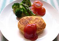 皿にのせ、好みの野菜、ケチャップなど盛りつければ出来上がり!
