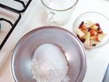 ボウルに薄力粉、グラニュー糖、ベーキングパウダーを入れる。