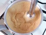 豆が指で潰れるくらいの柔らかさになったら火を止め、ミキサーにかけ、冷ましておく。