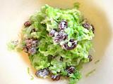 ボウルにキャベツを入れ、1.とオリーブオイルで和える。好みで塩を加えれば出来上がり!