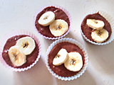 カップに3.を入れ、1.のバナナを飾る。