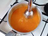 ミキサーにかけ、塩で味を整え、そのまま冷やす。粗熱がとれたら冷蔵庫に入れる。皮が気になる場合はザル等で漉す。