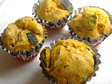 2.のかぼちゃを加えてさらに混ぜ、カップに流し入れる。蒸し器で10分程度蒸す。